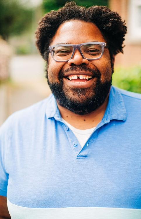 Portrait picture of Jason Curry